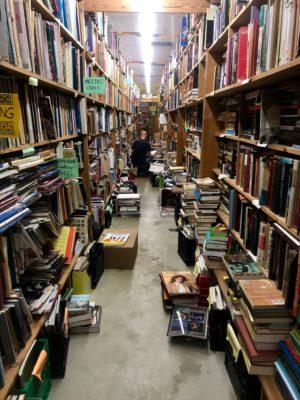 Chamblins Bookmine aisle e1551896119508